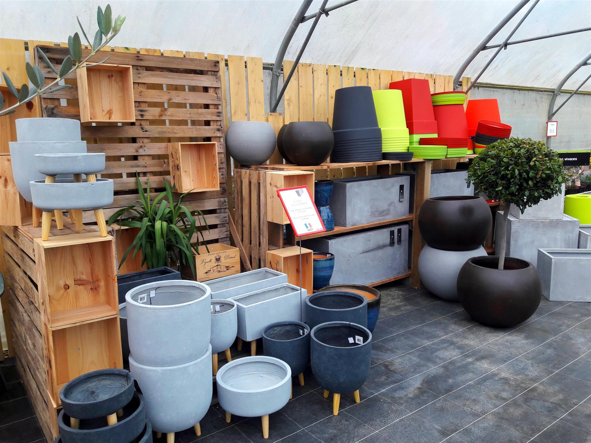 pots et jardinieres. Black Bedroom Furniture Sets. Home Design Ideas